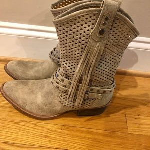 Anthropologie Coconuts by Matisse boots